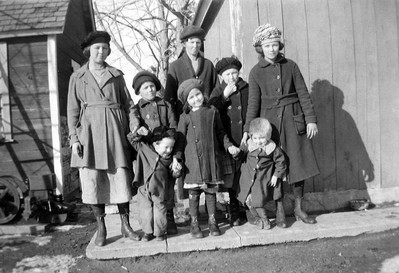 Ida (Peterson) Small and children, early 1920